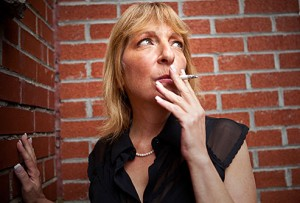 Thinkstock_rf_photo_of_mature_woman_smoking