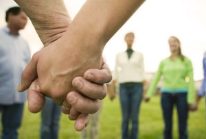 photolibrary_rm_photo_group_holding_hands