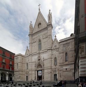 Facciata_Duomo_di_Napoli_-_BW_2013-05-16